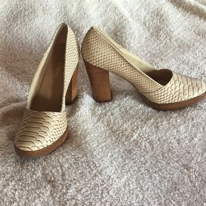 RESTRICTED REPTILE LIKE HEELS SIZE 10